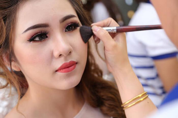 Nằm mơ thấy makeup đánh con số gì để trúng lớn? 1573603