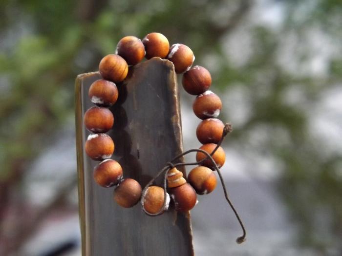 Danh sách 11 mẫu vòng gỗ phong thủy đáng mua nhất năm 2021 511163290
