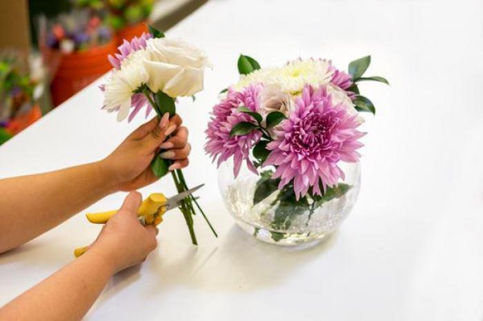 Giải mã giấc mơ thấy cắm hoa đánh con gì? 444060125