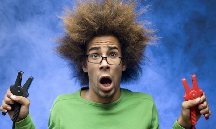Mơ thấy bị điện giật là điềm lành hay dữ?  1533013703