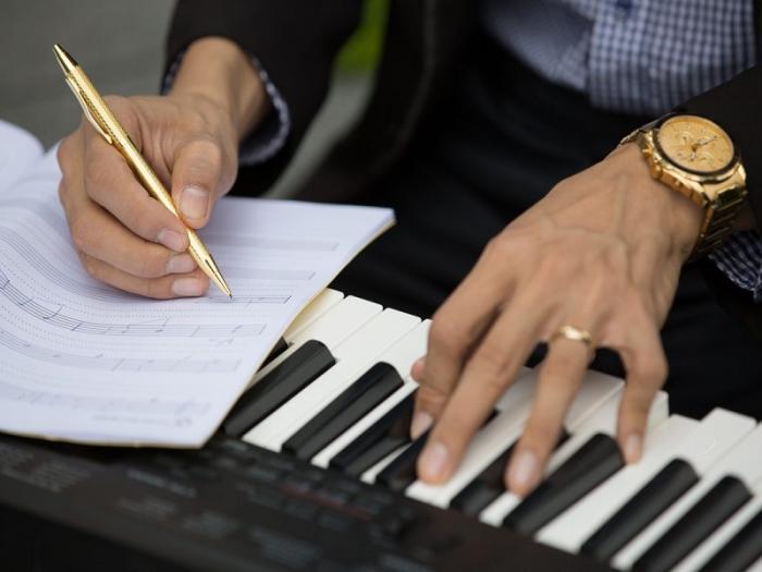 Mơ thấy đang sáng tác nhạc báo hiệu điều gì? Đánh con số nào?  194997290