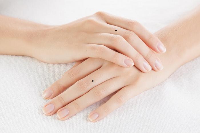 Tiết lộ ý nghĩa nốt ruồi ở ngón tay 639811728