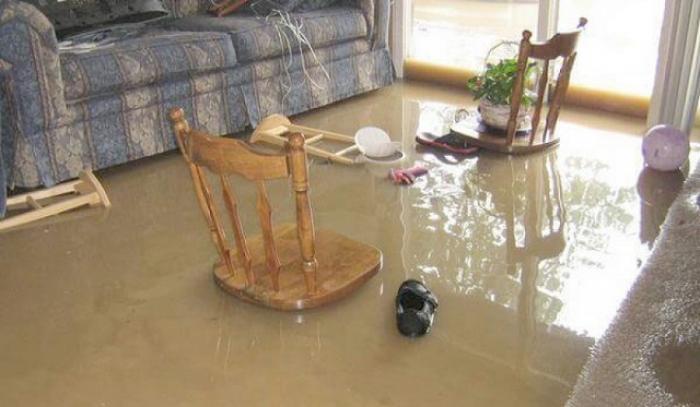 Giải mã giấc mơ thấy nước tràn vào nhà nên đánh con gì? 302772435
