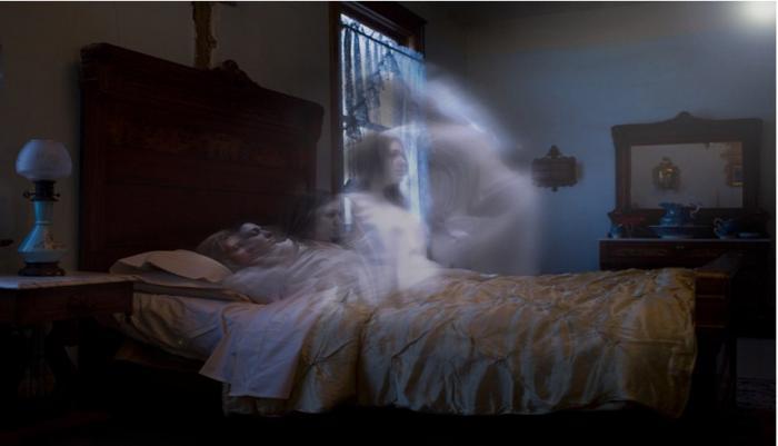 Giải mã giấc mơ thấy người chết sống lại nên đánh con gì? 1494332813