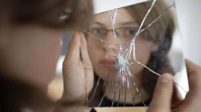 Mơ thấy gương vỡ có điềm và ý nghĩa gì? Đánh con gì khi mơ thấy gương vỡ? 1821065990