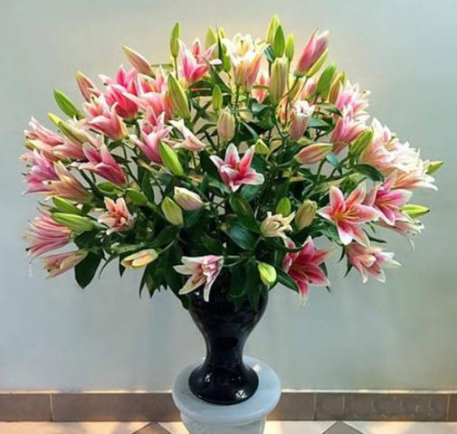 Cách cắm hoa ly bàn thờ đơn giản nhất 108220252