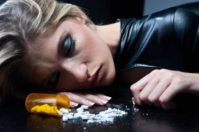 Nằm mơ thấy nghiện ma túy đánh con gì? 566978425
