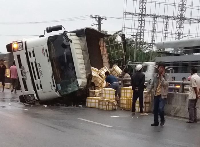 Ngủ mơ thấy xe tải bị lật đánh con gì trúng số độc đắc? 1121880240