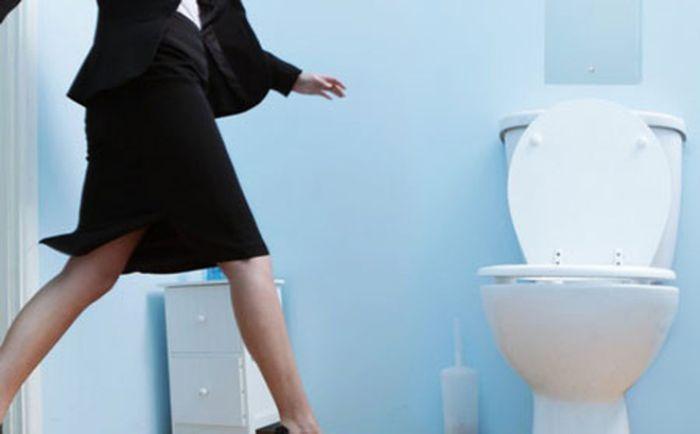 Nằm mơ thấy người khác đi vệ sinh đánh con gì dễ trúng? 1093444533