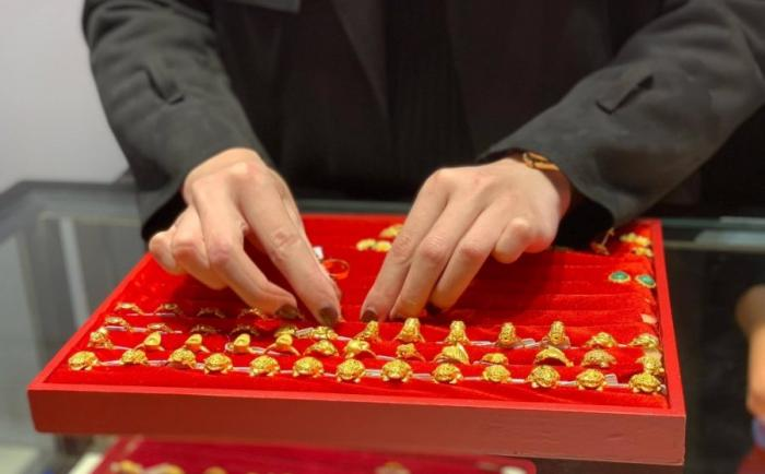 Mơ thấy cướp tiệm vàng nên đánh con gì? Mang điềm báo gì? 222066436